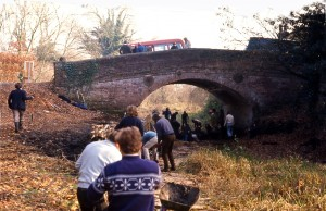 1287. Barley Mow Bridge. Restoration work party CROPPED